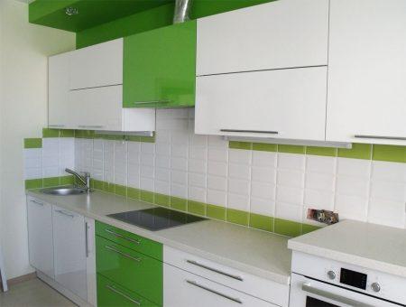 Бело-зеленая кухня