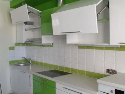 Кухня с подъемниками авентос