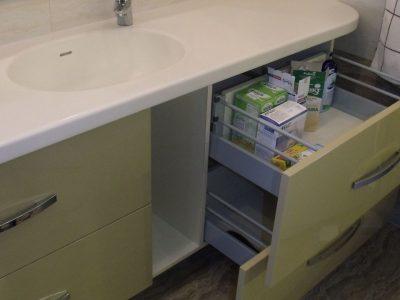 Тумба в ванной с выкатными ящиками-метабоксами