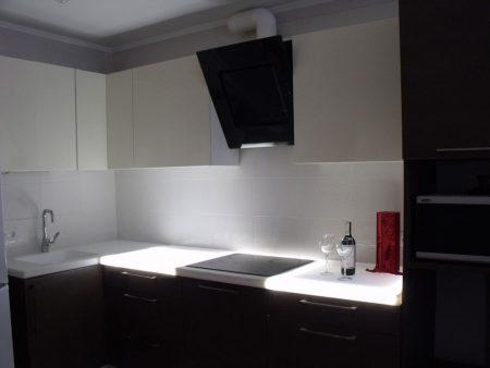 Кухня с подсветкой столешницы
