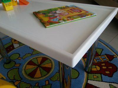 Детский стол со столешницей из искусственного камня