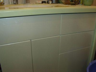 Тумба в ванной с пленочными фасадами