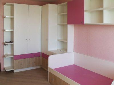 Кровать и шкафы для детской комнаты