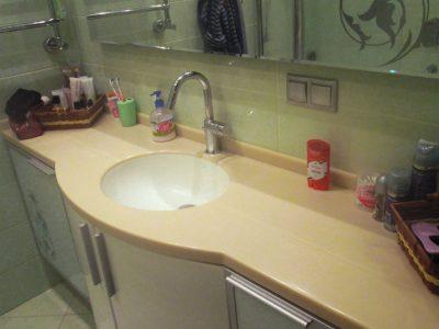 Навесная тумба в ванной комнате