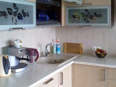 Кухонные фасады из пластика и стекла