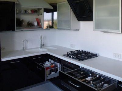 Кухня с выдвижными ящиками тандембоксами