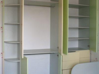 Большой шкаф в детской комнате