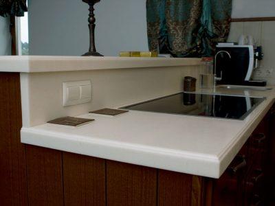 Кухонная столешница из акрилового камня