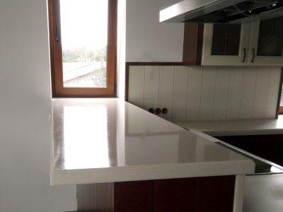 Кухонная барная стойка из искусственного камня