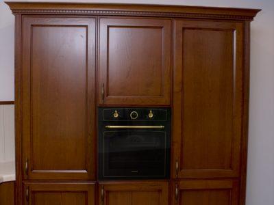 Кухонный шкаф-пенал со встроенным духовым шкафом