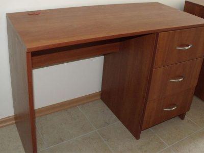 Стол для офиса с выкатными ящиками