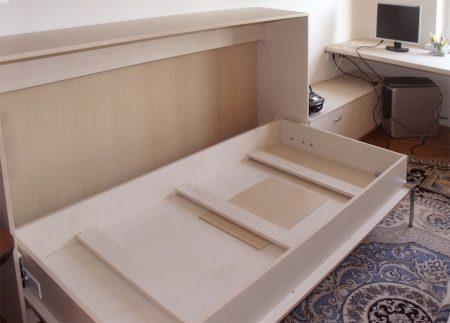 Откидная кровать в детской комнате