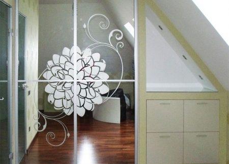 Зеркальный шкаф с пескоструйкой