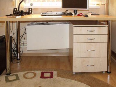 Компьютерный стол в подростковой комнате