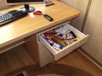 Компьютерный стол с ящиками-метабоксами