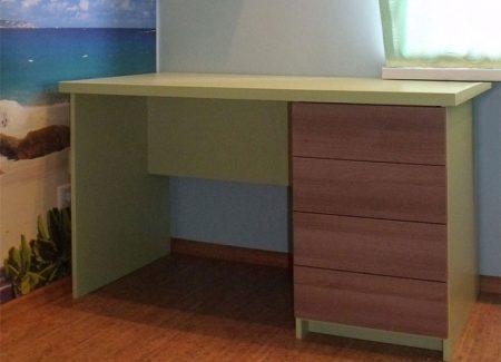 Компьютерный стол для детской