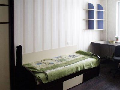 Кровать с выкатными ящиками в детской комнате