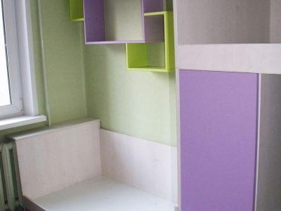 Детская комната в фиолетового и зеленого цветов