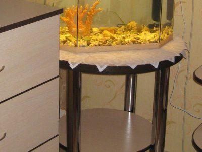 Круглый стол под аквариум