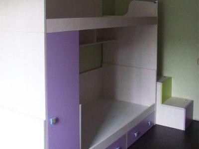 Кровать-чердак со шкафом в детской