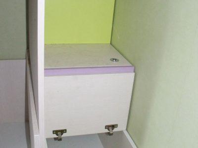 Ступеньки-ящики в детской комнате