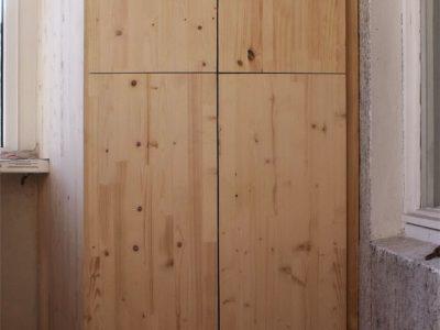 Шкаф из мебельного щита для балкона