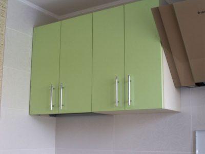 Недорогая кухня зеленого цвета