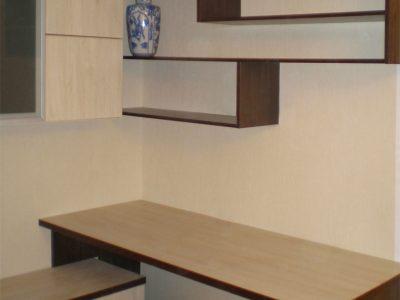 Мебельная горка: компьютерный стол и полки
