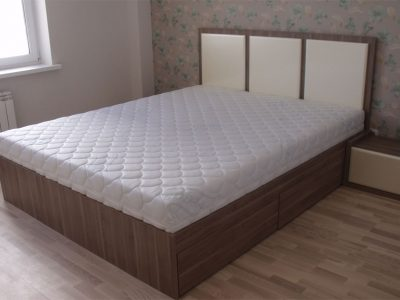 Большая кровать из ДСП