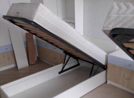 Кровать с подъемным механизмом в детской комнате