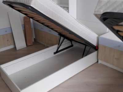 Подъемная кровать в детской комнате