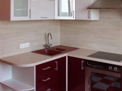 Кухня бордового цвета