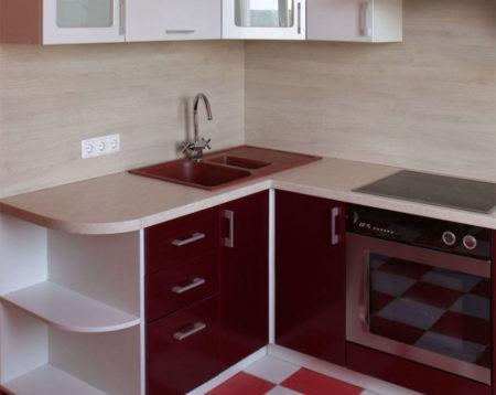 Угловая кухня бордового цвета
