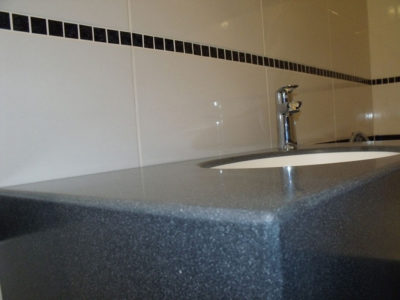 Подвесная столешница для ванной комнаты
