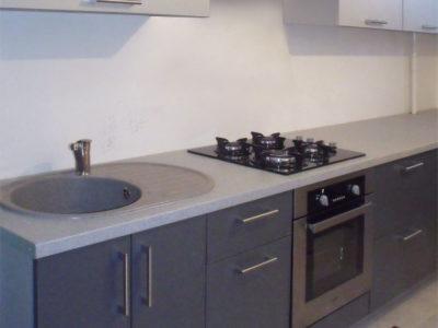 Длинная узкая кухня