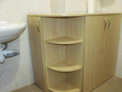 Угловая тумба в ванной комнате