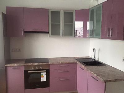 Глянцевая кухня розового цвета