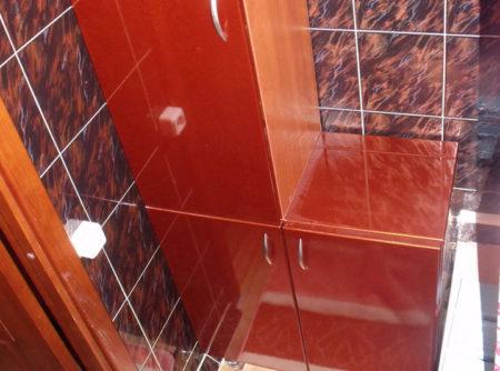 Распашной шкаф в ванной