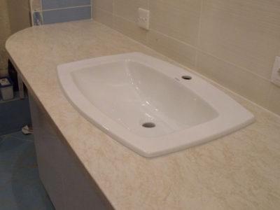 Комод для ванной со столешницей из постформинга