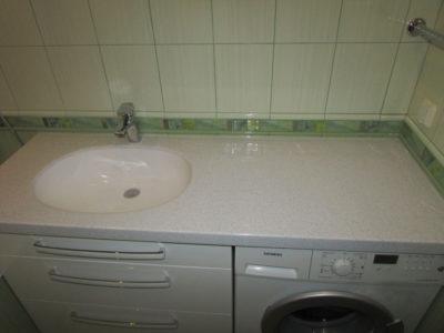 Столешница и мойка из искусственного камня в ванной