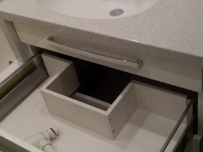 Выкатной ящик с выемкой для сантехники