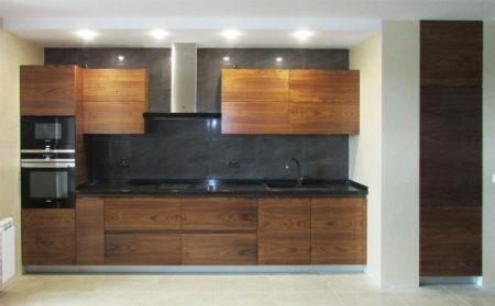 Линейная кухня-гостиная