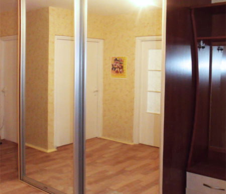 Шкаф с зеркалом в прихожей