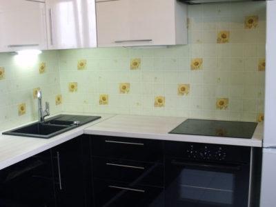 Кухня черный и белый пластик