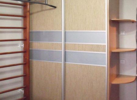 Шкаф с лакоматом