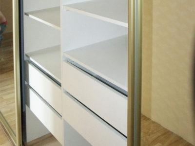 Наполнение шкафа: ящики и полки