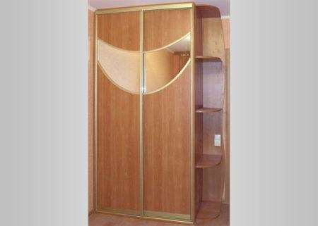 Шкаф-купе с зеркальными вставками