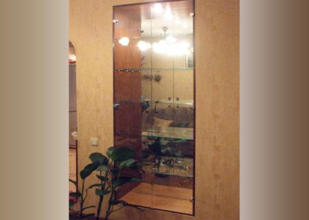 Распашной шкаф со стеклянными дверями