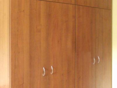 Распашной шкаф с антресолями