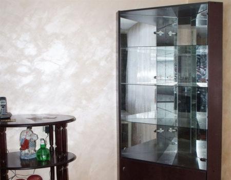 Угловой шкаф со стеклом